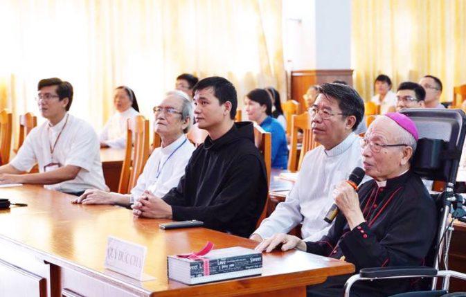 Đức Cha Đaminh Nguyễn Chu Trinh trong buổi Lễ Trao Giải VHNT Đất Mới